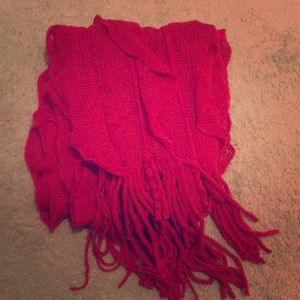Stretchy, bright red scarf.